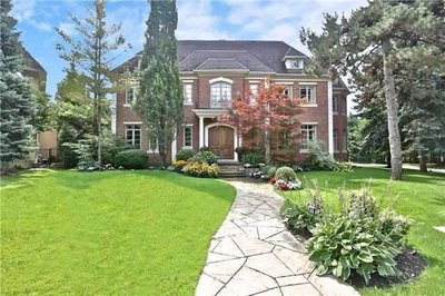 9 Oakley Pl Toronto, ON - M2P2G3