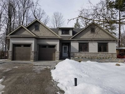 185 Beechwood Cres Newmarket, ON - L3Y1W2
