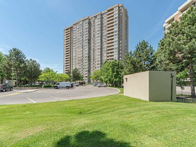30 Malta Ave Brampton, ON - L6Y 4S5